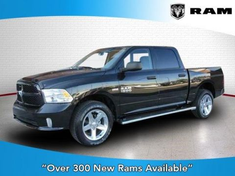 New 2017 Ram 1500 Express 4x4 Crew Cab 5'7 Box 4WD